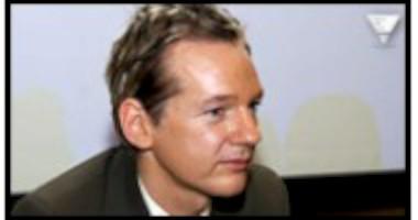Julian Assange p� scen som hologram
